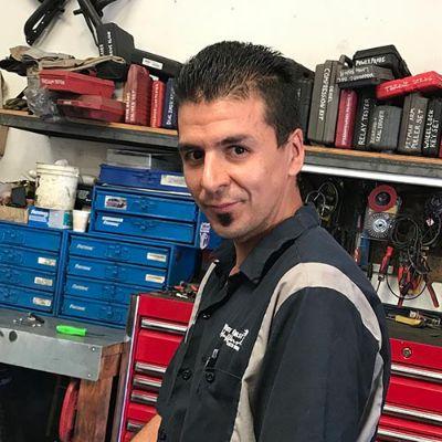 """Jesus """"Eddie"""" Avila, Auto Repair Technician"""