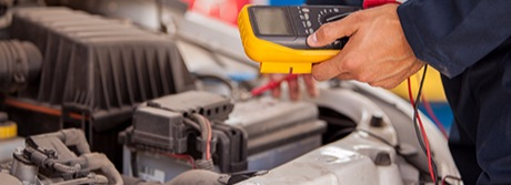Electrical diagnose of car by technician